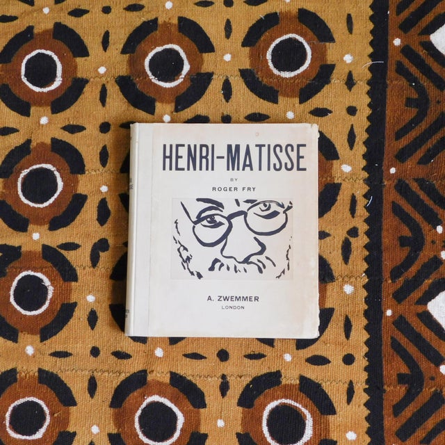 Henri-Matisse by Roger Fry - 1935 Coffee Table Book Circa: 1935 Condition: Excellent. Some fading and wear near corners....