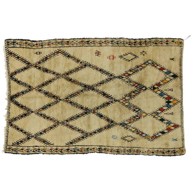 Mid-Century Modern Vintage Beni Ourain Moroccan Rug with Tribal Style For Sale In Dallas - Image 6 of 8