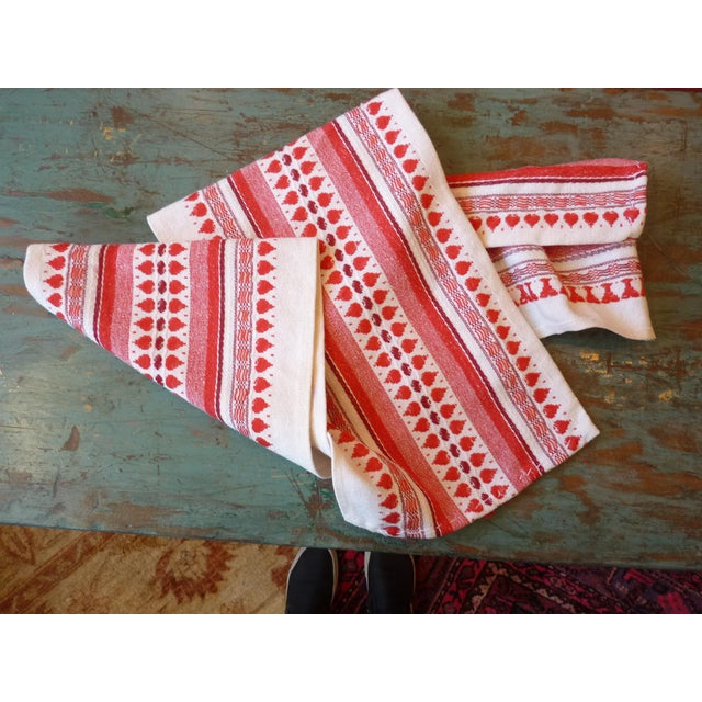 Red and White Table Runner - Image 2 of 6