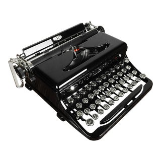 1930s Vintage Royal Model O Standard Portable Typewriter, Refurbished For Sale