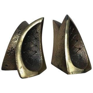 Modernist Brass Sculptural Bookends by Ben Seibel for Jenfredware, Raymor, Pair For Sale