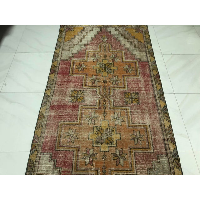 Red 1960s Vintage Turkish Handmade Wool Aztec Rug- 4′ × 8′5″ For Sale - Image 8 of 11