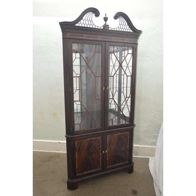 1990s Stickley Flame Mahogany Chippendale Style Corner Cabinet For Sale - Image 5 of 13