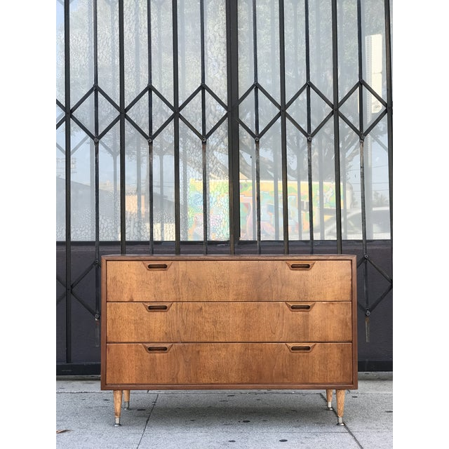 Mid-Century Modern Mid Century Modern Chest of Drawers For Sale - Image 3 of 13
