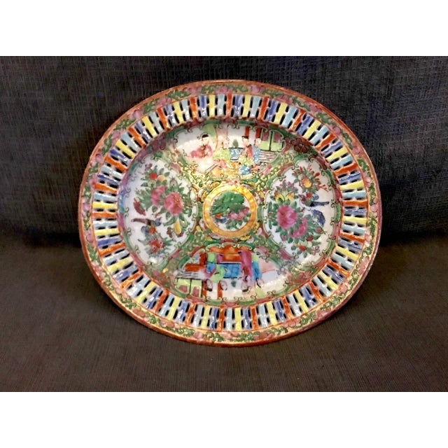 Ceramic Chinese Export Rose Medallion Reticulated Bowl and Underplate, circa 1860 For Sale - Image 7 of 10