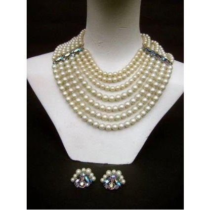 1960s Schiaparelli Faux Pearl Bib Necklace and Earring Set. 1960's. For Sale - Image 5 of 8
