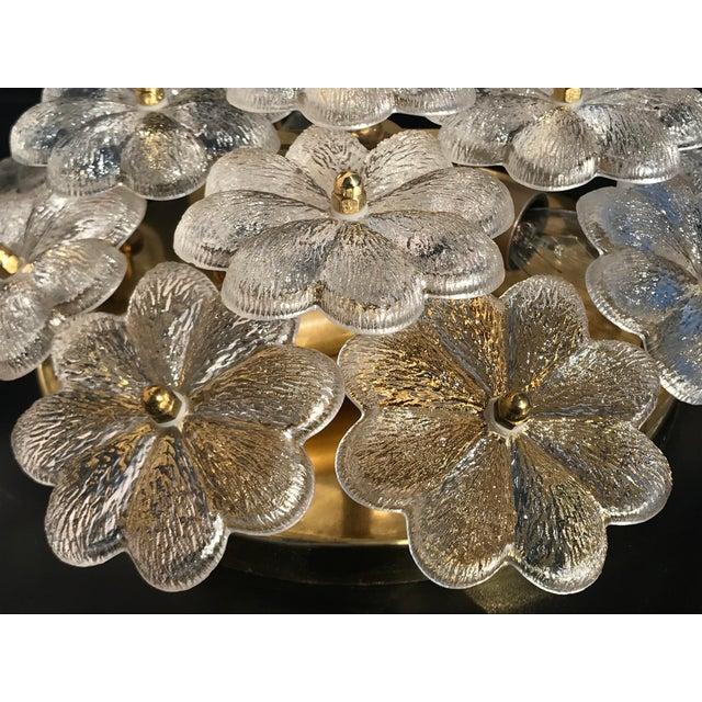 Brass 1960s Hollywood Regency Ernst Palme Floral Glass Sconce For Sale - Image 8 of 10
