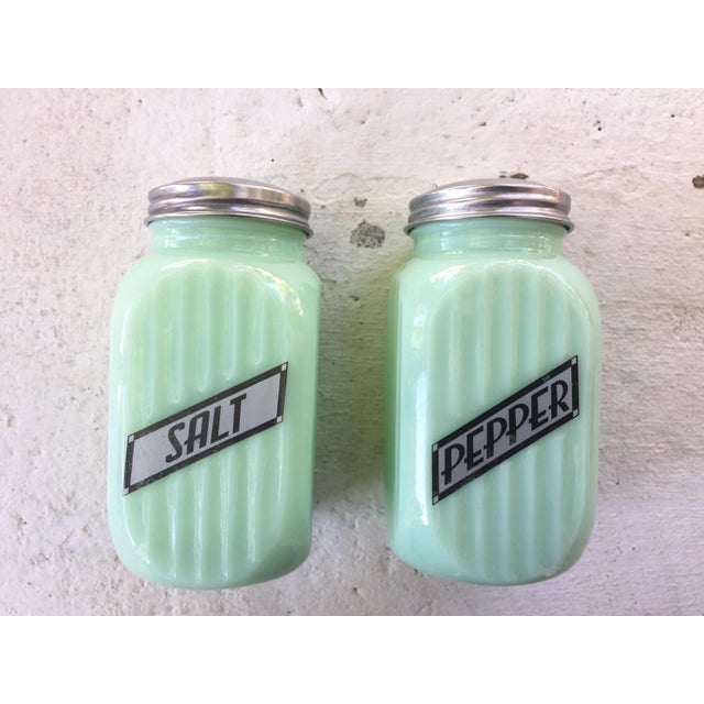 Art Deco Jadeite Salt and Pepper Shaker Set - Image 2 of 10