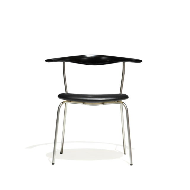 Danish Modern Set of 4 Hans Wegner PP701 Bull Horn Dining Chairs in Black Lacquer, Leather and Steel For Sale - Image 3 of 13