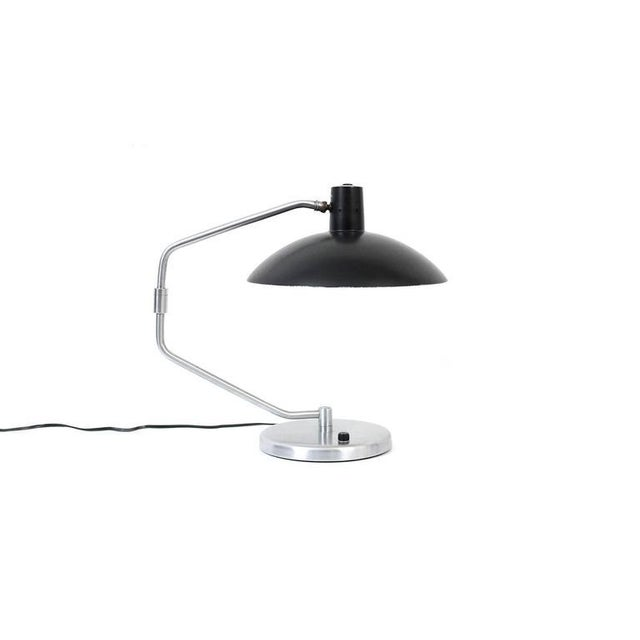 Articulating desk lamp designed by Clay Michie in 1952 for Knoll. This was the first piece of lighting designed for Knoll.