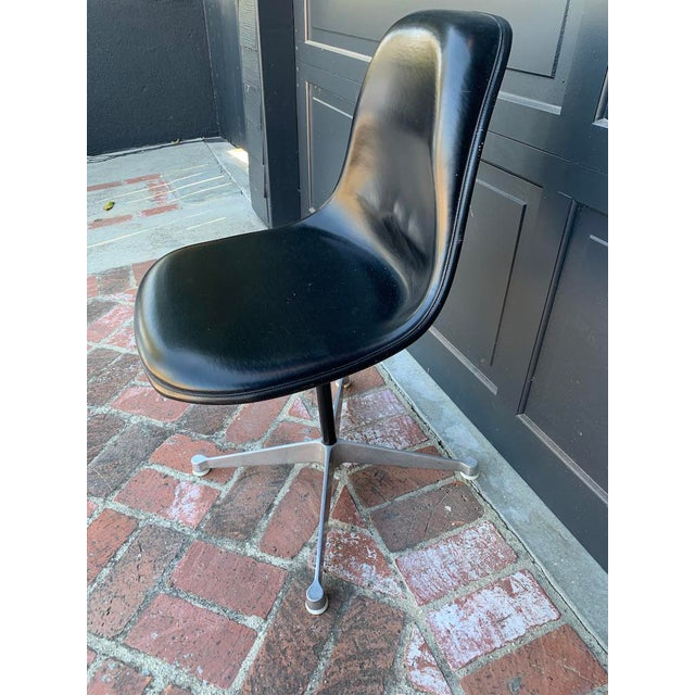 Mid-Century Modern Retro Herman Miller Eames Leather Swivel Desk Chair For Sale - Image 3 of 6