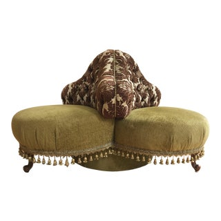 Vintage French Louis XVI Style Tufted Round Settee in Kravet Upholstery For Sale