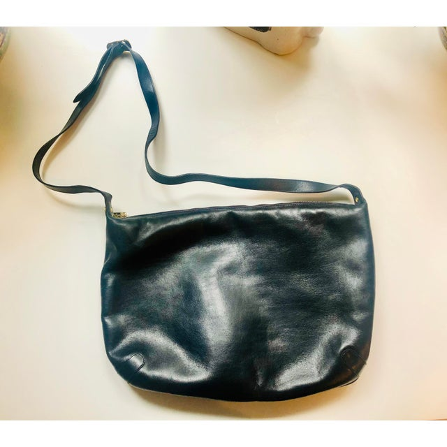 1980s Salvatore Ferragamo Large Navy Leather Hobo Purse For Sale - Image 9 of 9