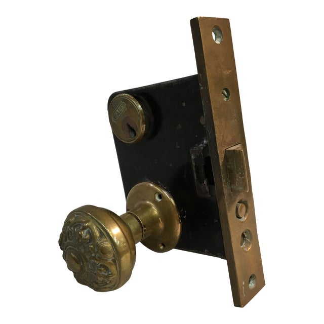 Antique Early 20th Century Yale Mortise Lock With Eastlake Doorknobs For Sale