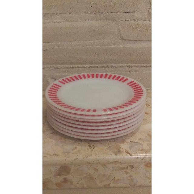 Hazel-Atlas Hazel Atlas Red Candy Stripe Dinner Plates - Set of 8 For Sale - Image 4 of 11