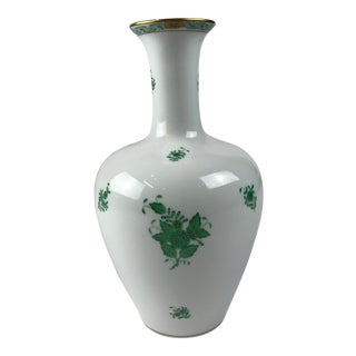 Gorgeous beautifulHerend Porcelain Green Chinese Bouquet Appony Vase For Sale