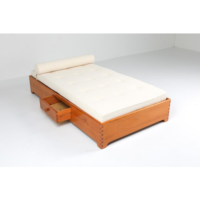 1960s French Elm Daybed in Boucle Wool For Sale - Image 6 of 8