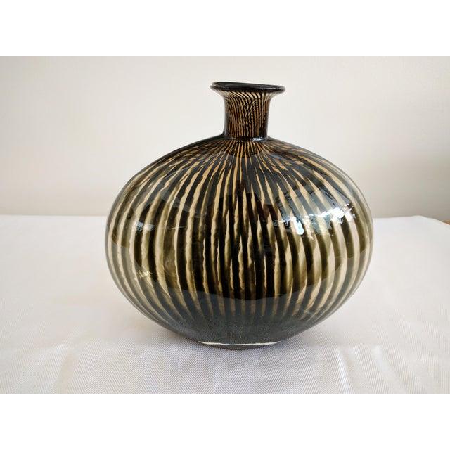 Modernist Swirly Art Glass Vase - Image 6 of 6