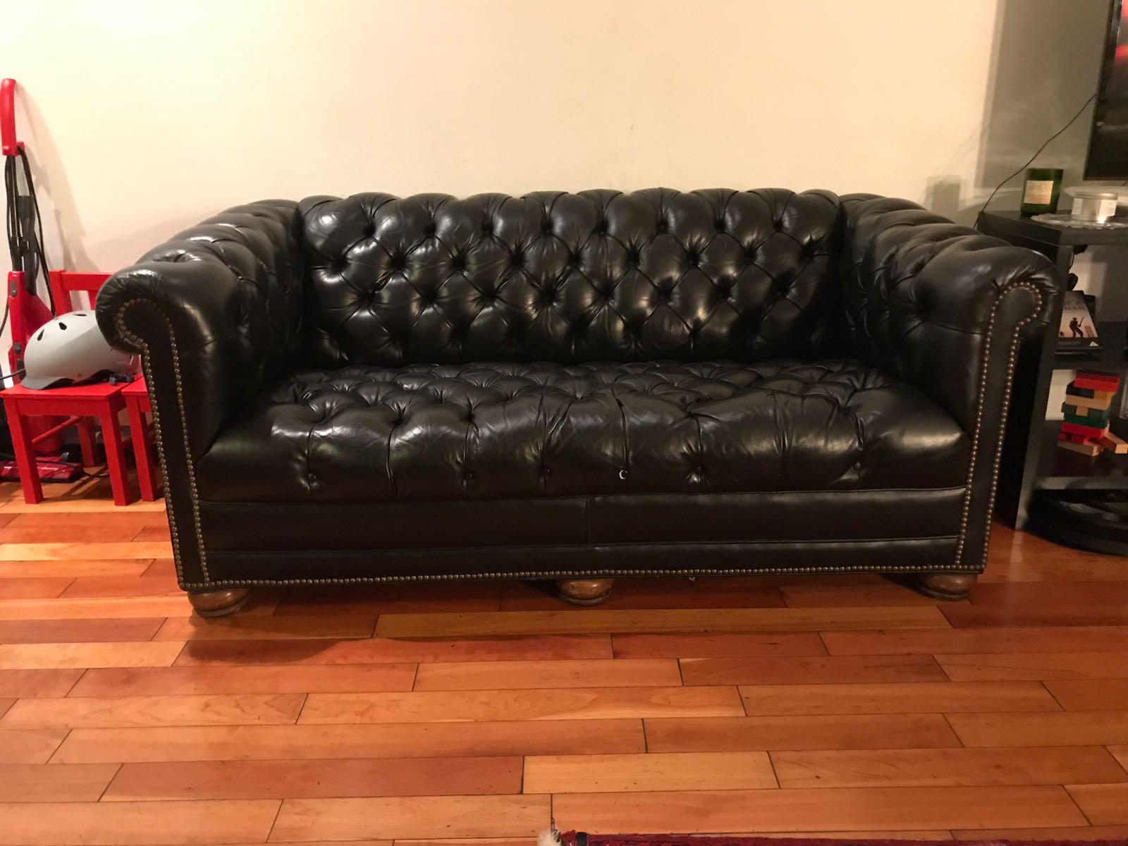 Classic Club Style Tufted Black Leather Loveseat   Image 2 Of 4