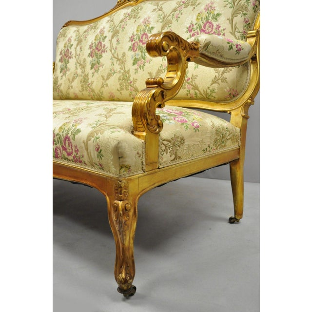 1920s Vintage French Louis XV Style Gold Gilt Settee For Sale In Philadelphia - Image 6 of 10