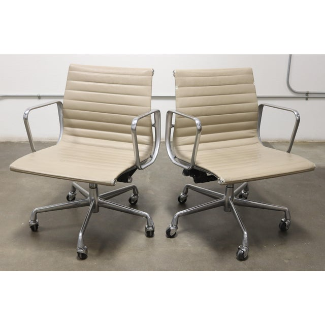 White 1990s Vintage Herman Miller Eames Aluminum Group Management Chairs- A Pair For Sale - Image 8 of 8