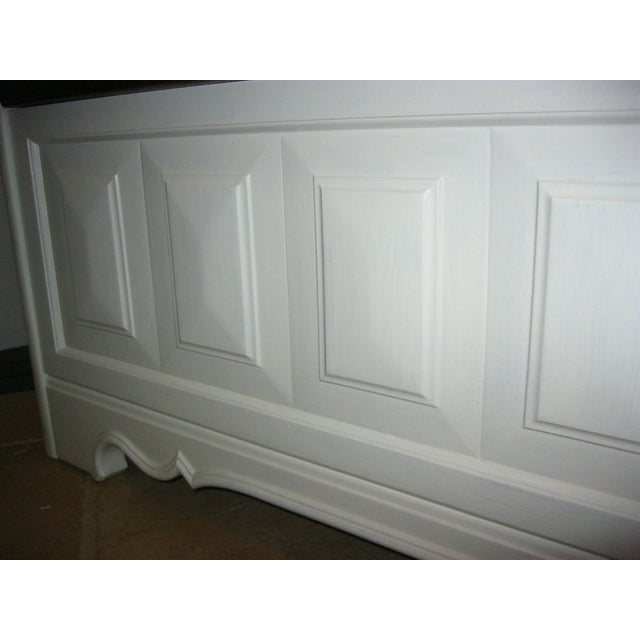 Tall-Back White Cottage Rush Seat Bench - Image 10 of 10