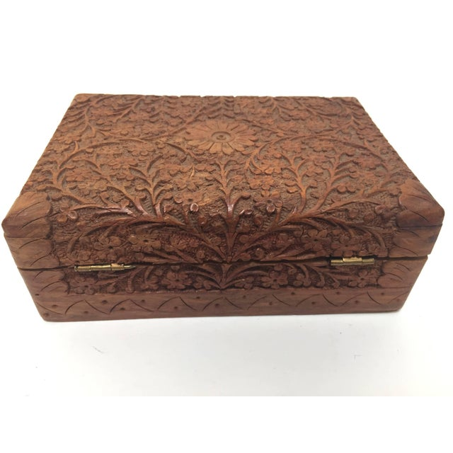 Early 20th Century Anglo Raj Hand-Carved Decorative Box For Sale - Image 5 of 10