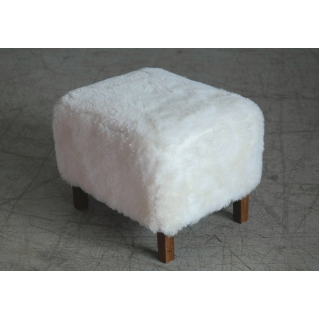 Fritz Hansen Style Lounge Chair and Ottoman Covered in White Shearling Sheepskin For Sale - Image 9 of 12