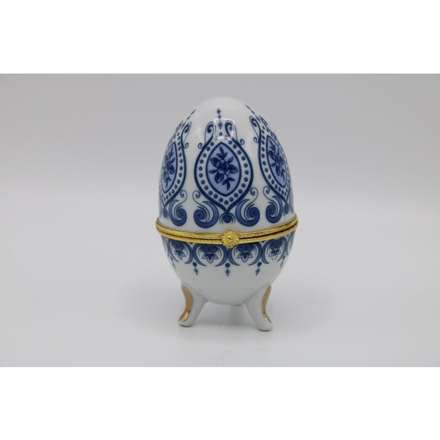 Floral Blue and White Porcelain Ovoid Ring Box For Sale - Image 6 of 13