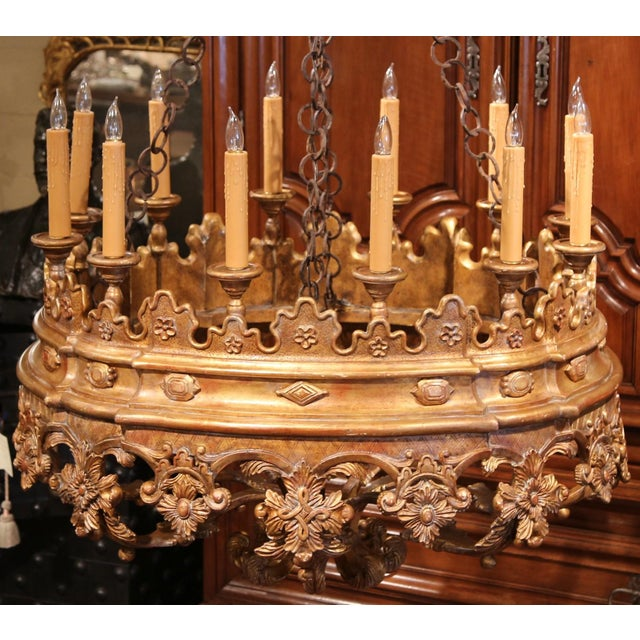 Monumental 20th Century Italian Carved Giltwood Twelve-Light Oval Chandelier For Sale - Image 4 of 9