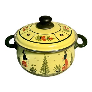 1980s Quimper Metal Breton Man & Lady Yellow Soleil Dutch Oven W/Enamel Lining Cooking Pot W/Lid by Agtc West Germany For Sale