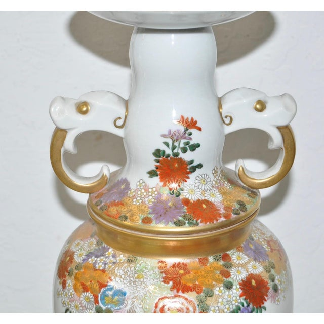Asian Pair of Mid-Century Japanese Kutani Porcelain Table Lamps For Sale - Image 3 of 11