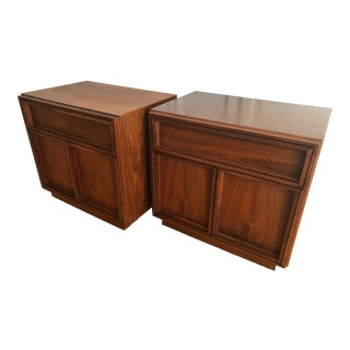 John Keal for Brown-Saltman Mid-Century Modern Nightstands - a Pair For Sale