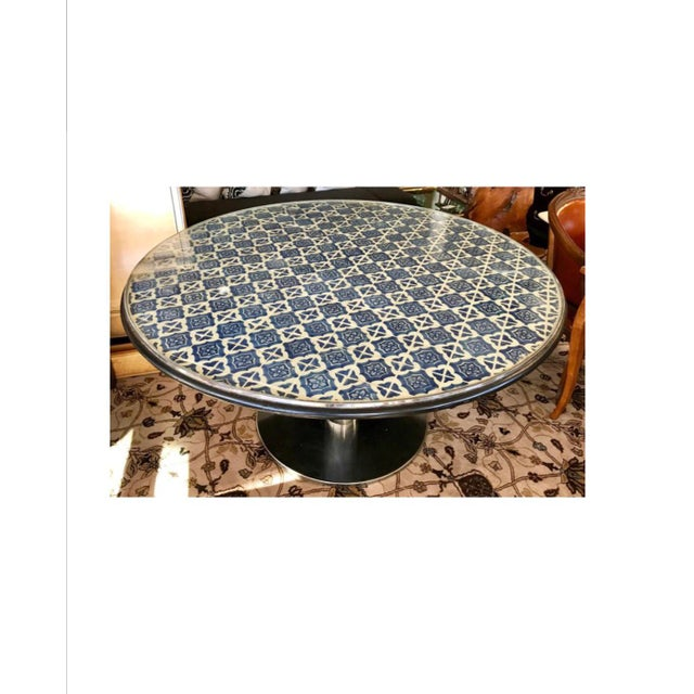 Mediterranean Mid-Century Blue and White Spanish Tile Top Table and Six Saarinen Tulip Chairs Set For Sale - Image 3 of 12