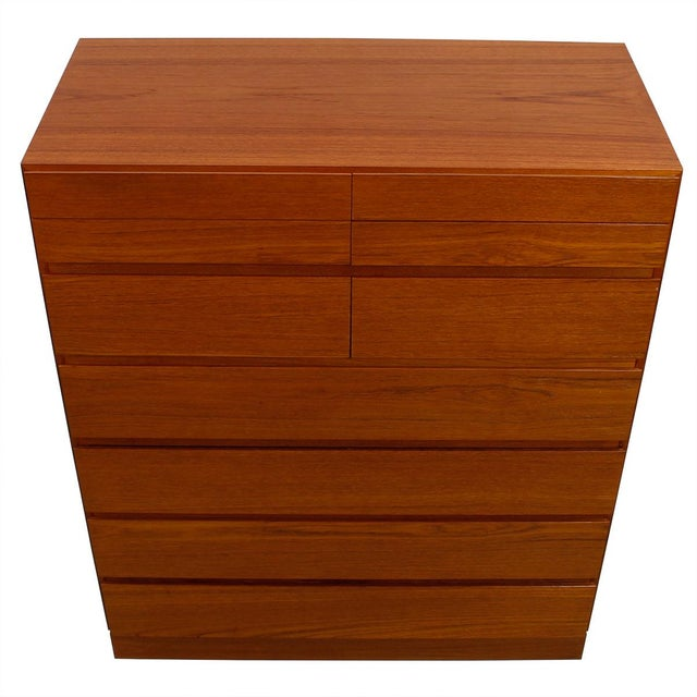 Danish Modern tall teak dresser by Arne Wahl Iversen for Vinde Mobelfabrik, Denmark. 4 shallow top 'split' drawers, 2...