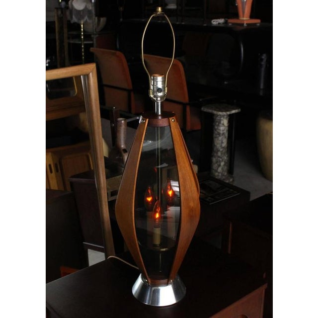 Mid-Century Modern Pair of Mid-Century Modern Walnut Table Lamps For Sale - Image 3 of 9