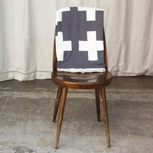 Swiss Cross Organic Cotton Throw For Sale - Image 5 of 5