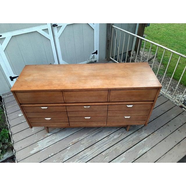 Wood Mid Century Modern Hooker Mainline 9 Drawer Walnut Dresser With Mirror For Sale - Image 7 of 13