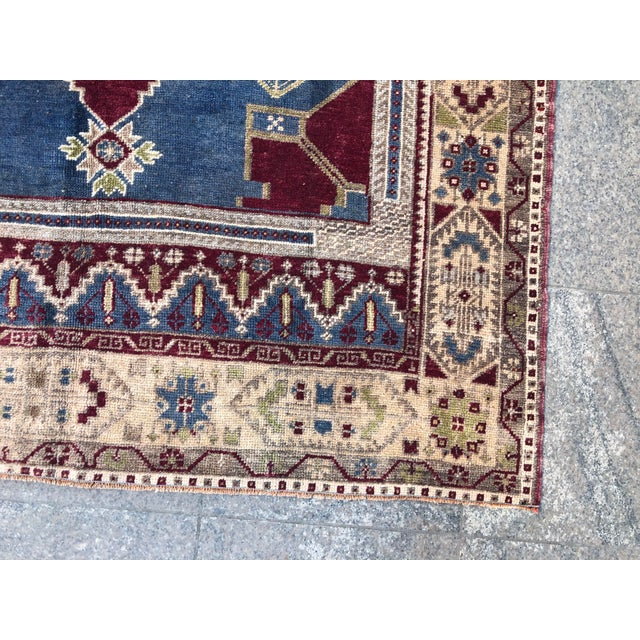 Red 1960s Vintage Oversize Turkish Rug- 4′7″ × 8′8″ For Sale - Image 8 of 11