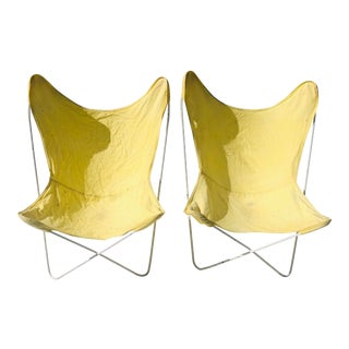 Knoll Mid-Century Modern C.1960's Butterfly Chairs (2) Yellow/White For Sale