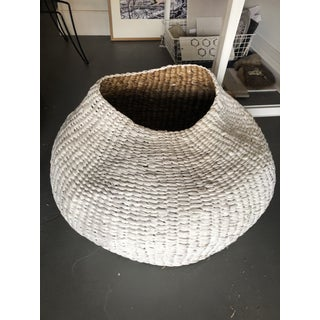 Contemporary White Bogel Basket Preview