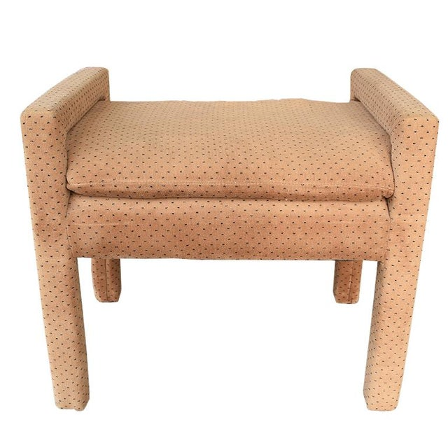 Hollywood Regency Mid-Century Modern Milo Baughman Style Tan Swiss Dot Dalmatian Upholstered Parsons Bench For Sale - Image 3 of 6