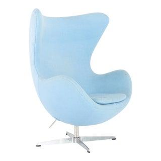 Arne Jacobsen for Fritz Hansen Style Mid Century Modern Egg Chair For Sale