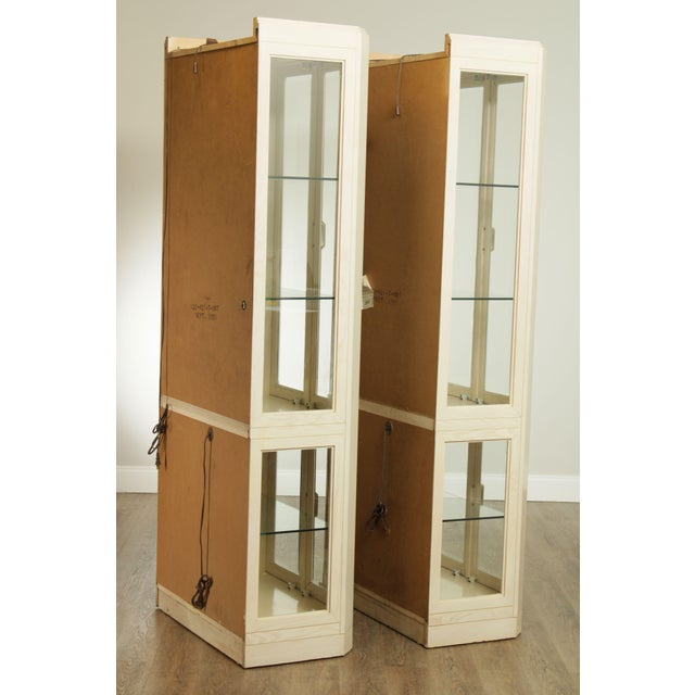 American Of Martinsville Modern Pair Lighted Curio Display Cabinets For Sale In Philadelphia - Image 6 of 13
