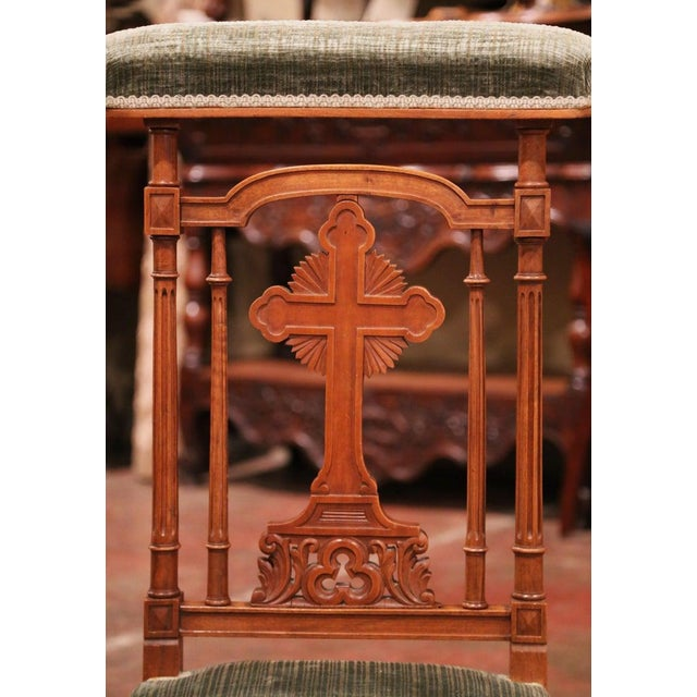 "Late 19th Century 19th Century French Carved Walnut Prayer Bench or ""Prie-Dieu"" With Green Velvet For Sale - Image 5 of 8"