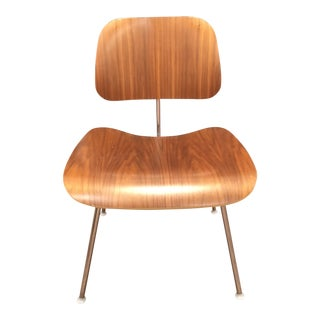 Mid-Century Modern Eames Molded Plywood Dining Table and Chairs For Sale