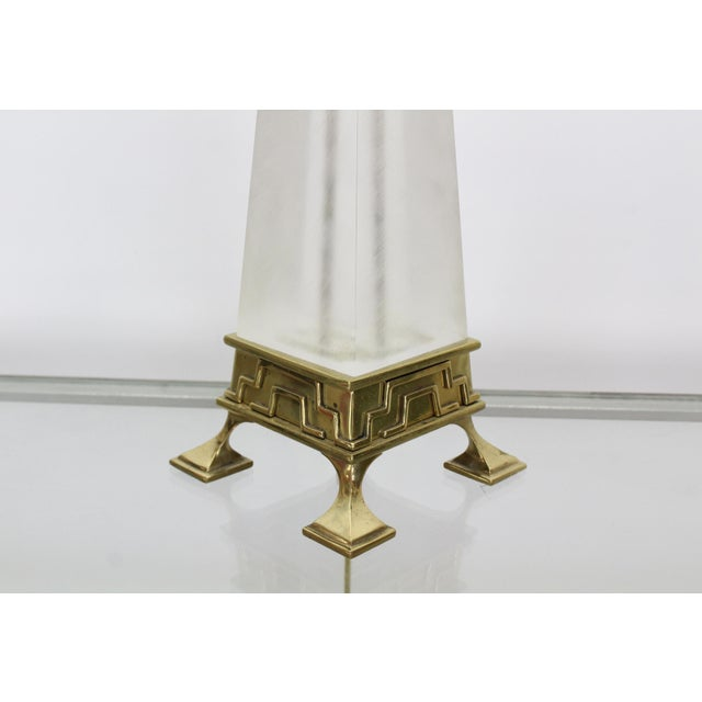 Mid-Century Lucite & Brass Table Lamp For Sale - Image 4 of 6