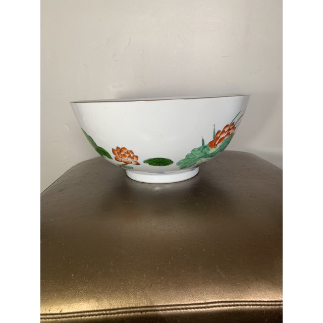 Vintage Chinoiserie Bowl With Hand Painted Bird Decoration and Gilt Edge For Sale - Image 4 of 7