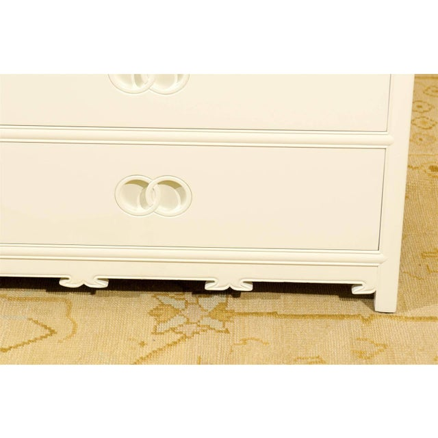 Wood Stellar Restored Eight-Drawer Chest by Baker in Cream Lacquer, Circa 1970 For Sale - Image 7 of 10