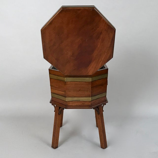 1700s George III Mahogany and Brass Cellarette For Sale In Chicago - Image 6 of 11